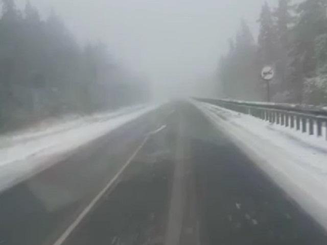 На южноуральской трассе выпал снег