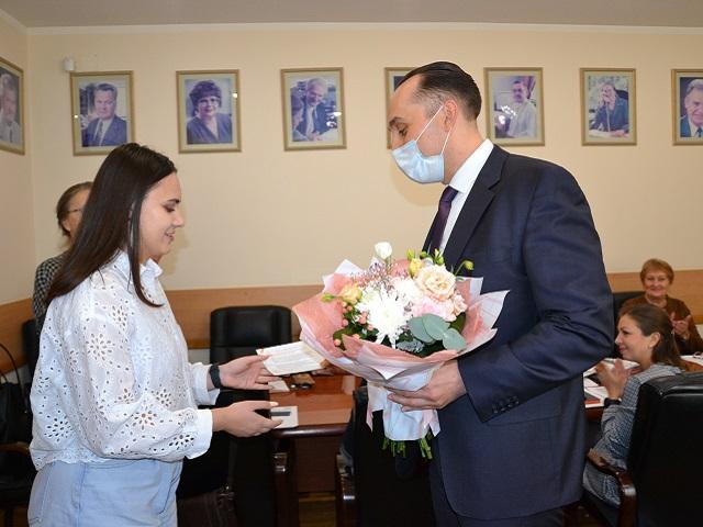 Олег Дерипаска поздравил победительницу стипендиальной программы En+ Group