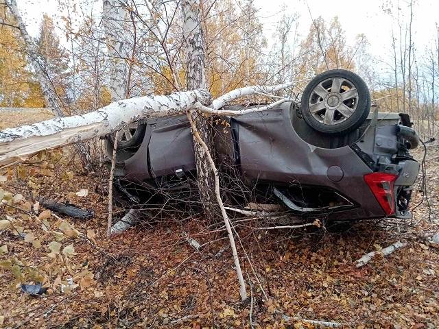 На Южном Урале компания молодежи перевернулась на машине