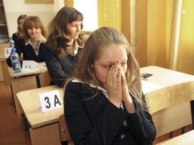 Писать и считать стали хуже: снижен минимальный порог ЕГЭ по русскому и математике