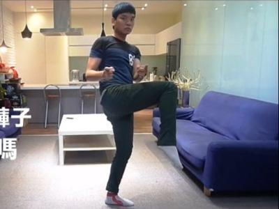 Хит YouTube - видео с китайцем, надевающим джинсы без помощи рук