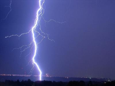 Вчера на Южном Урале молния убила подростка, а ветер сорвал крыши