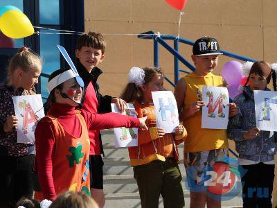 Миасский Бюрократ устроил школьникам праздник в парке гигантских фигур