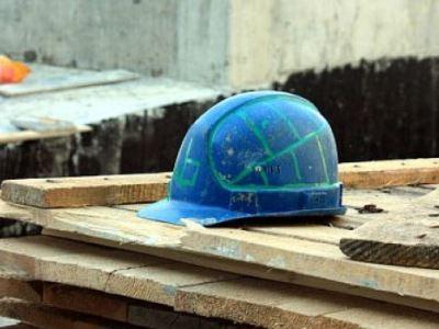 С 8-го этажа строящегося в Челябинске дома упал и разбился 25-летний бетонщик