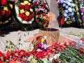 Беспамятство: коркинцы на Вечном огне жарят шашлыки, а троичане крадут венки с мемориала