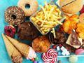 Медики объяснили, почему женщинам сложнее отказаться от вредной пищи