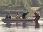 На южноуральском озере нашли перевернувшуюся лодку и двух мертвых рыбаков