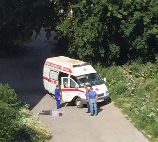 Под окнами южноуральской высотки найдено тело девушки