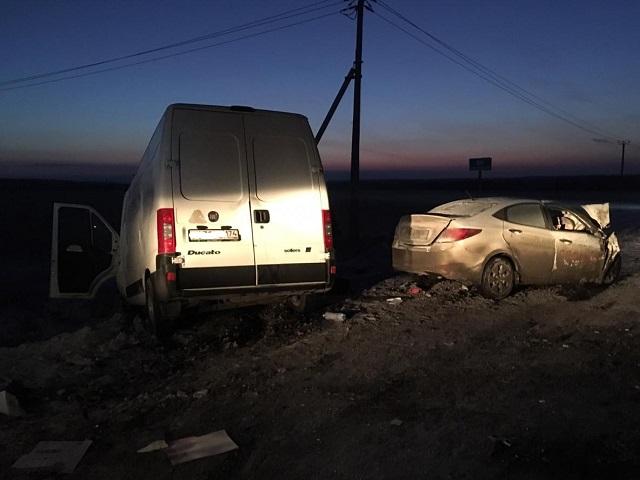 На Южном Урале фургон и легковушка сошлись в лобовом столкновении из-за неудачного обгона