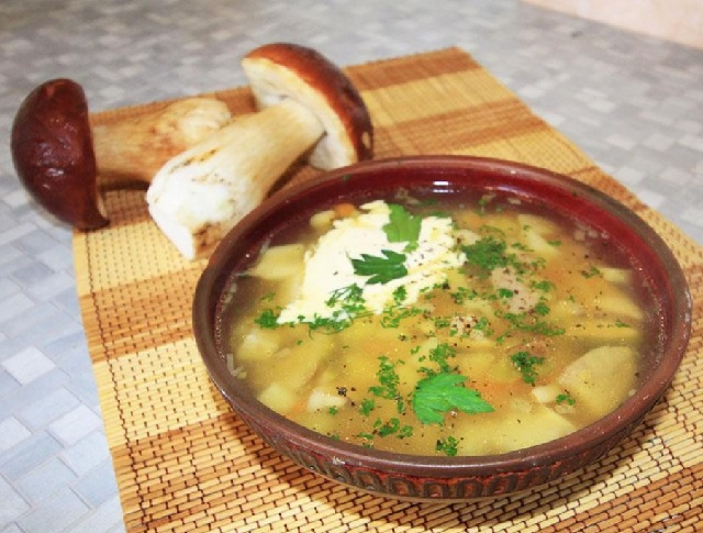 Четыре рецепта супа из сушеных грибов