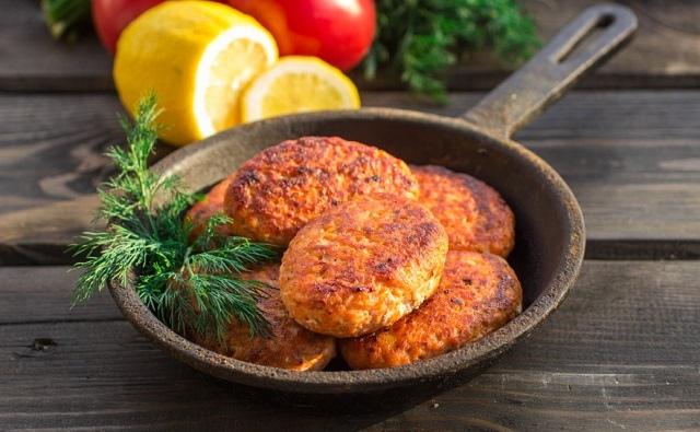 Сочные и ароматные: 10 оригинальных рецептов рыбных котлет