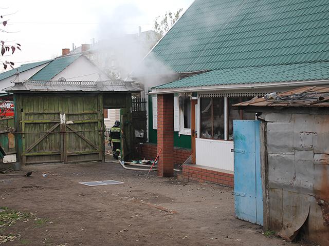 Мужчина поджог дом, порезал супругу иповесился насоседском заборе вТроицке