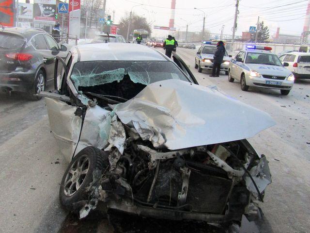 При столкновении Мазды ипассажирского автобуса вМиассе пострадали люди