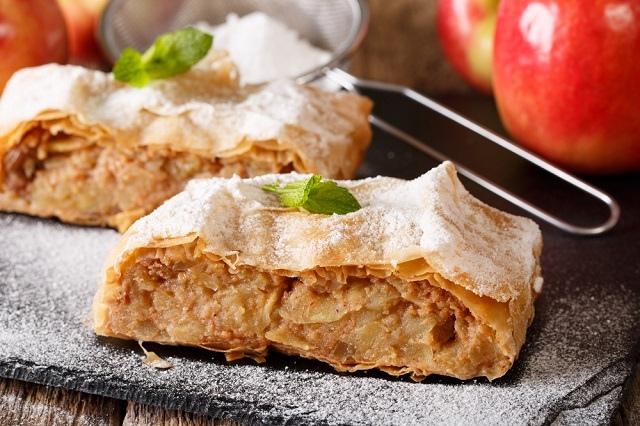 Вечная классика: 6 рецептов яблочного штруделя - Истории